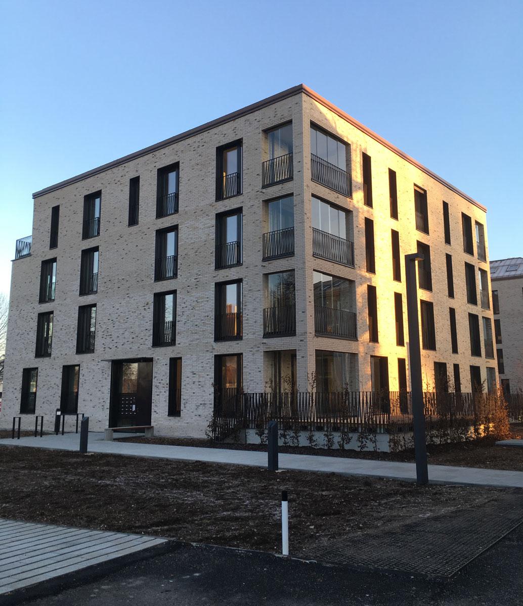 Fertigstellung der ersten beiden Häuser im Jugendstilpark